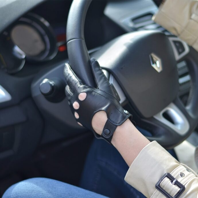 Black gloves perfect for driving