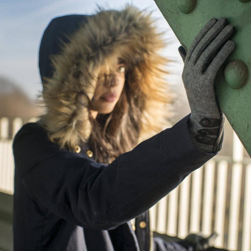 Grey gloves for women
