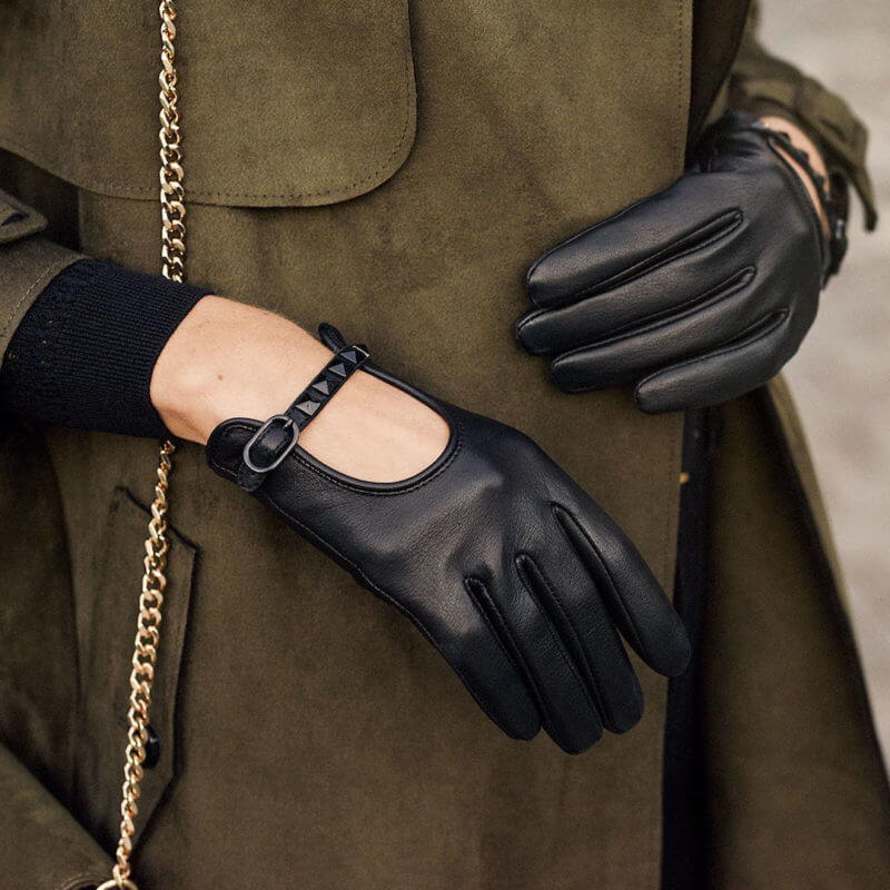Gloves with studs for women