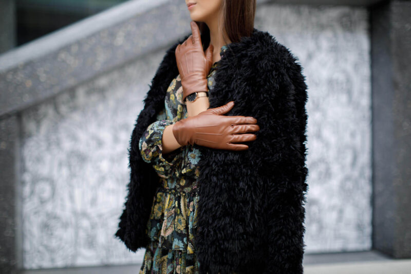 Classic gloves and outfit with fur