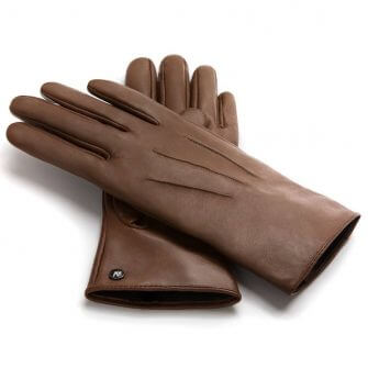 Classic brown gloves for her