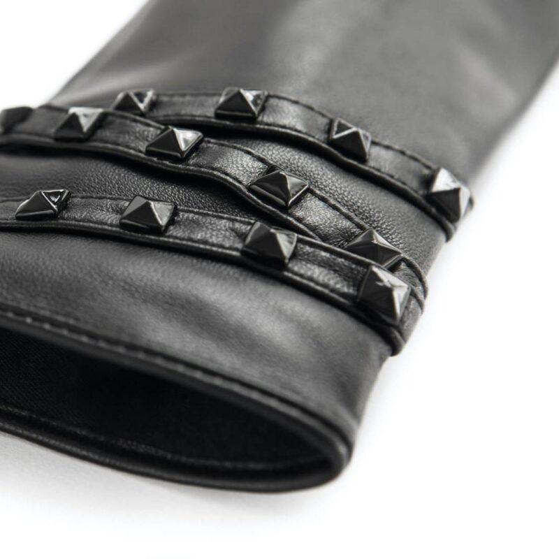 Black napoSTUD details