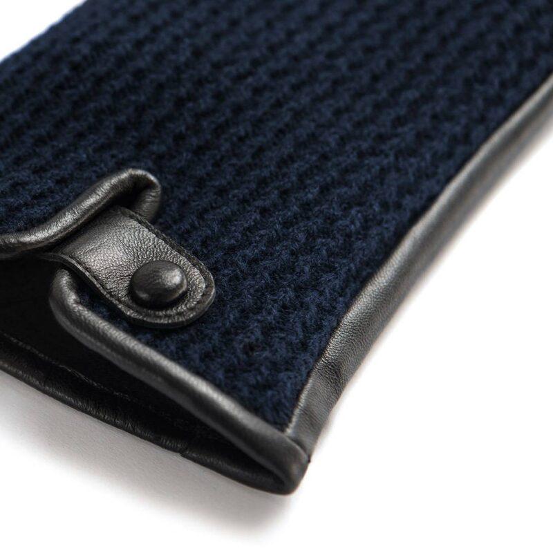 Dark blue napoWOOL details