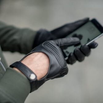 Touchscreen gloves for active men