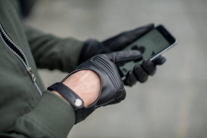 Touchscreen gloves for active men