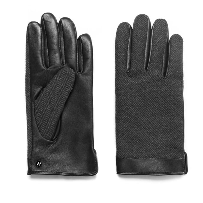 Gloves in black and grey color