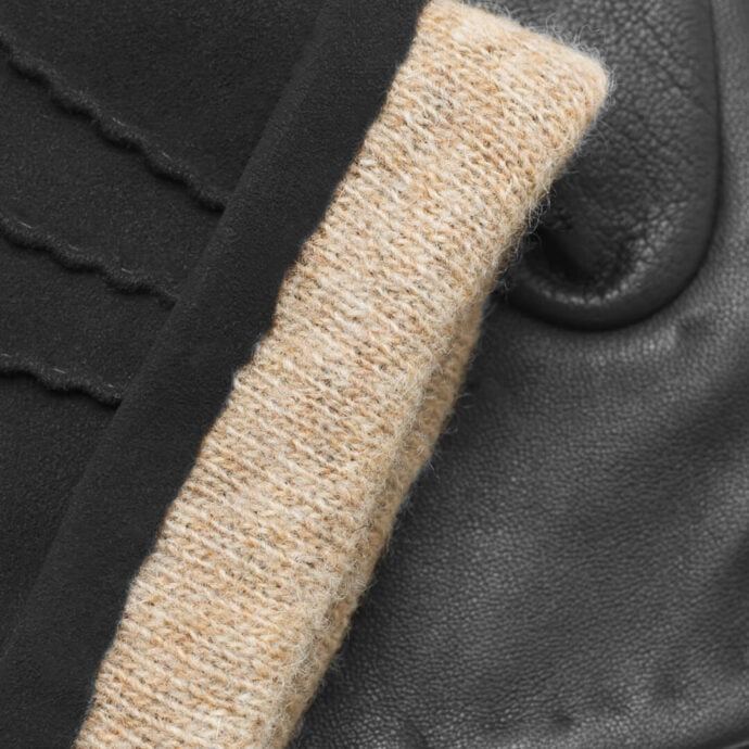 Black napoSUEDE details