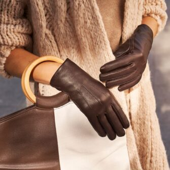 Classic brown gloves