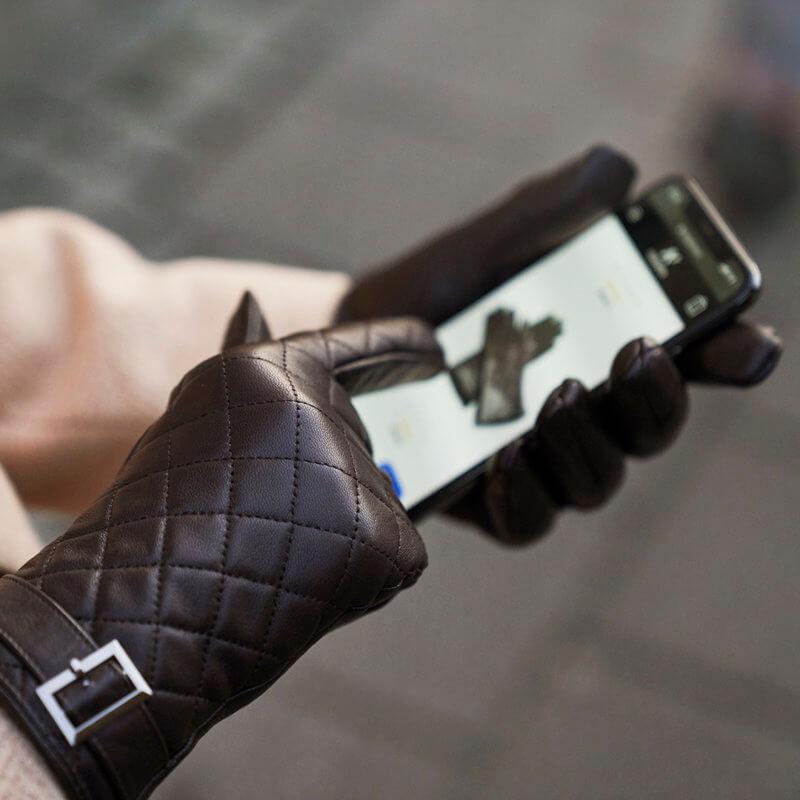 Elegant women's gloves