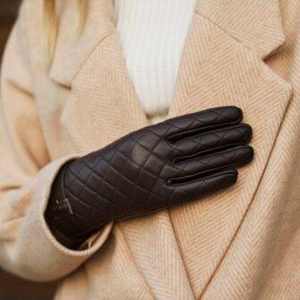 Elegant gloves for her
