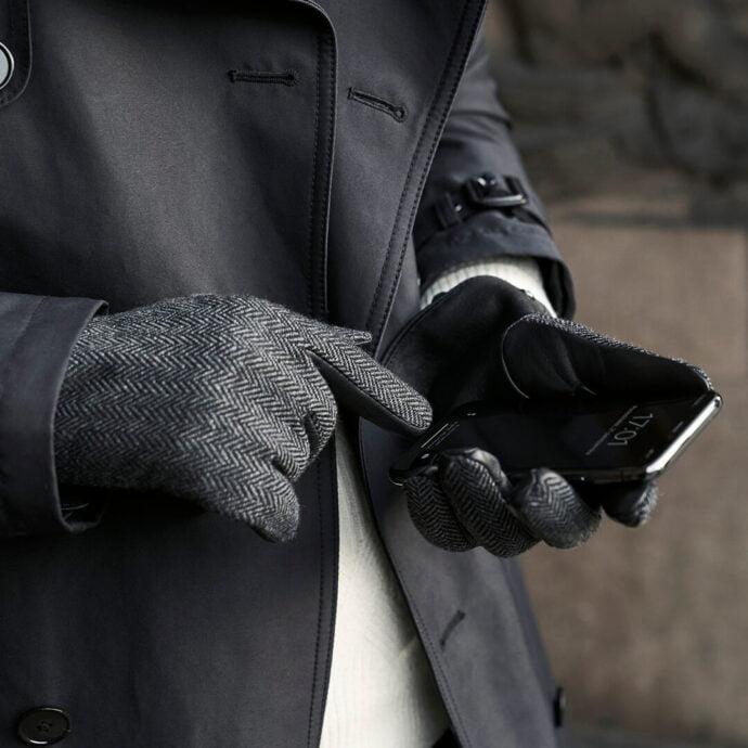 Touchscreen gloves for gentlemen