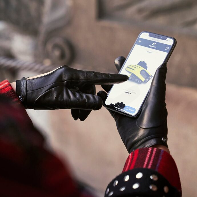 Stylish touchscreen gloves for her