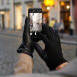 Black touchscreen gloves with cashmere lining made of lamb nappa leather