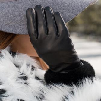 Black touchscreen gloves for women