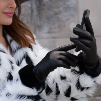 Women's gloves with synthetic fur