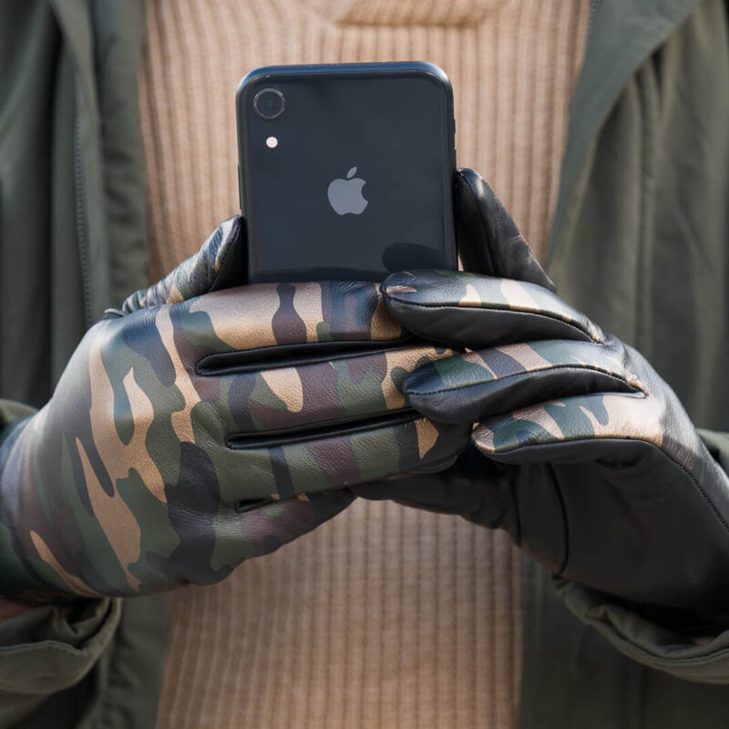 Put your napo gloves on, use your phone and don't get cold
