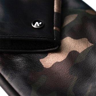 Camo gloves details